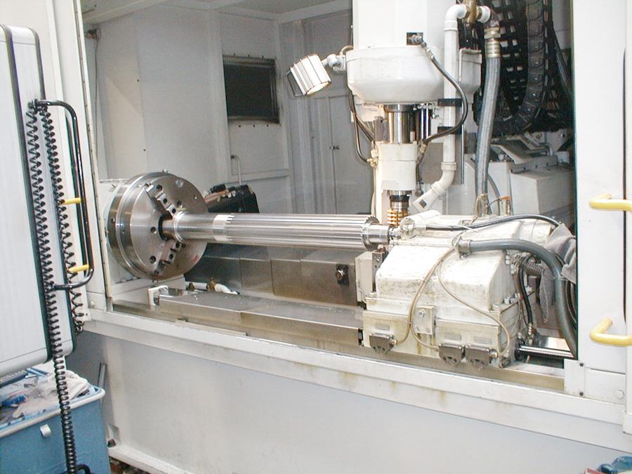 Wälzfräsmaschine mit Ritzelwelle